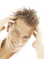 Volles Haar: Das Cosmal Haarpflegeprogramm bietet eine professionelle Haarpflege mit System für Kopfhaut und Haare mit der neuen Rhodanidformel.